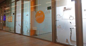 Cristalera de Vinilo para Affinity Pet Care Barcelona